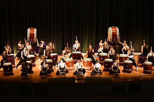 満員大盛況の和太鼓部定期演奏会、OB・OGも熱演を披露しました